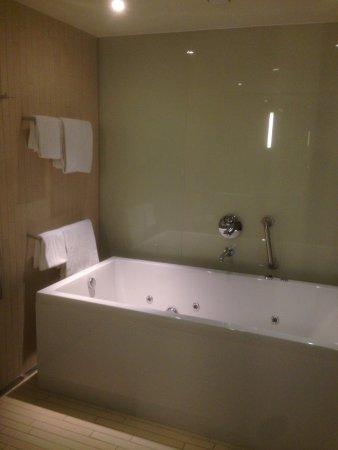 hotel med badekar Badekar med jacuzzi   Picture of AC Hotel by Marriott Bella Sky  hotel med badekar