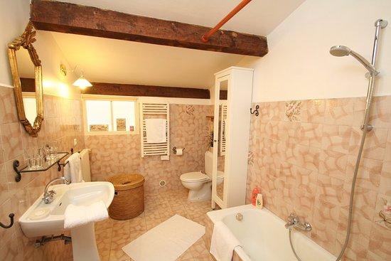 La Bastide Saint Christophe : Top Apartment bathroom
