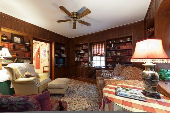 Auburn, NY: Library