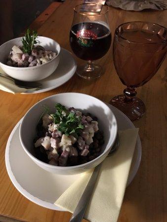 Taverna pie Sena Dzintara Cela: серый горох - национальное латышское блюдо