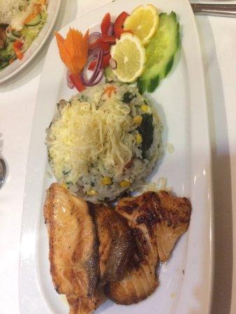 Veszprem County, Hungria: Gluténmentes étlapot kaptam, Lazac spenótos rizottóval volt a vacsorám. Nagyon finom volt!