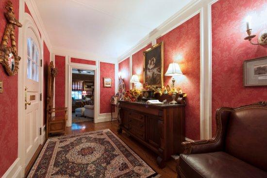 Auburn, NY: foyer