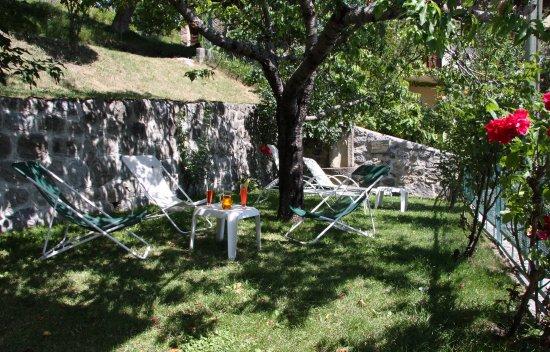 Guillaumes, Frankrig: Jardin ombragée pour l'apéritif ou la sieste digestive!