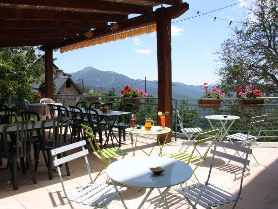 Guillaumes, Frankrig: Terrasse plein sud avec vue sur les montagnes
