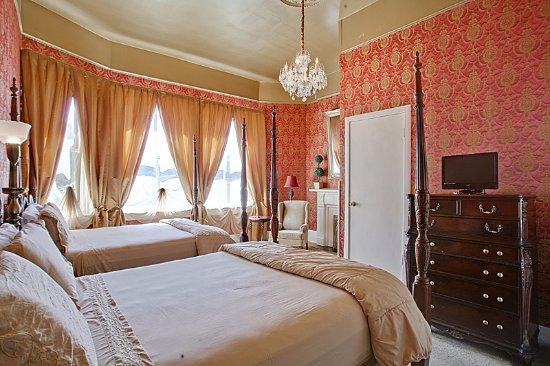 Cornstalk Hotel: Queen Premier (2 Queen Beds)