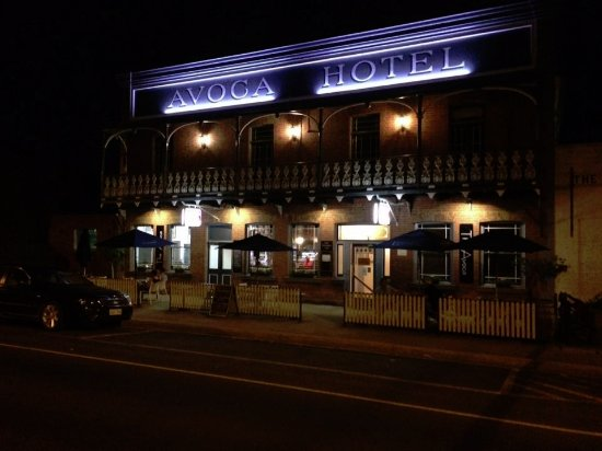 The Avoca Hotel by night