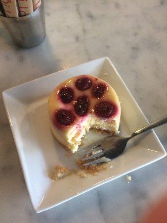 Rozelle, Австралия: Delicious! Chocolate Ganache Tart, Raspberry Cheescake and Ice Coffee