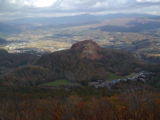 Sobetsu-cho, Japan: 山上展望台下的昭和新山