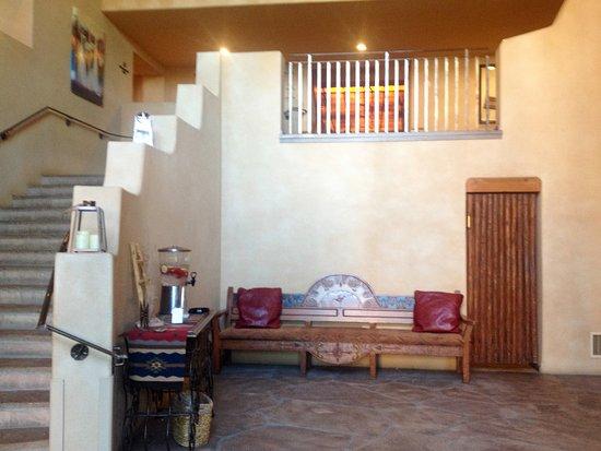 Santa Ana Pueblo, Nowy Meksyk: Steps from Santa Ana Cafe to Lobby