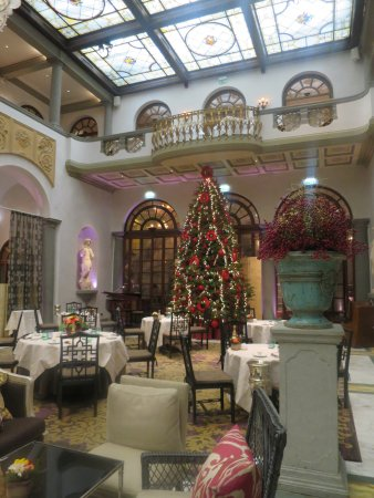 The St. Regis Florence: Hotel's main restaurant. Buffet breakfast section is the upper balcony section.