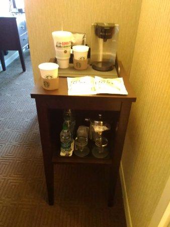 Maryland Heights, MO: Starbucks coffee, complimentary H2O!