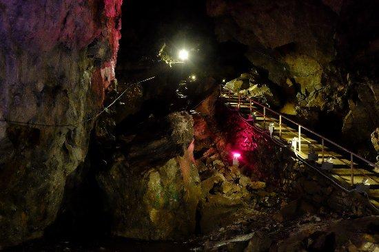 Okutama-machi, Japan: 日原鍾乳洞 階段 ライトアップ