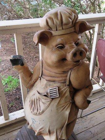 Pittsboro, NC: Piggy Greeter
