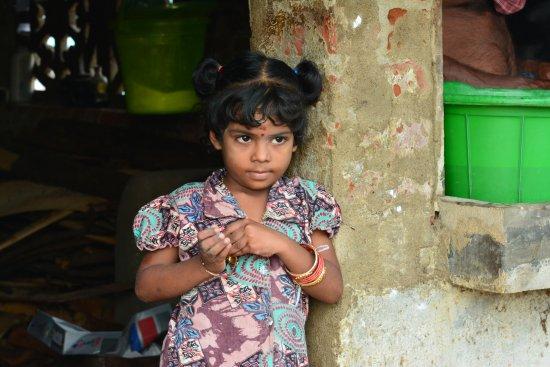 Kodiyakarai, India: A little girl at the Village Tea shop by the Hotel