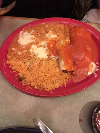 Chanhassen, MN: tamale, enchilada, rice and beans