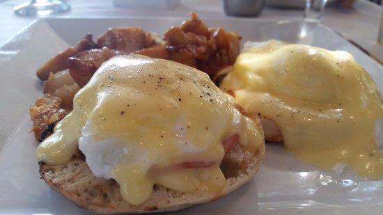 Southampton, Estado de Nueva York: eggs benedict, delicious!!