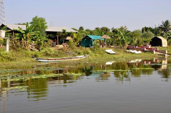 Ganjam, Indien: The beautiful lake shore of Tampara.
