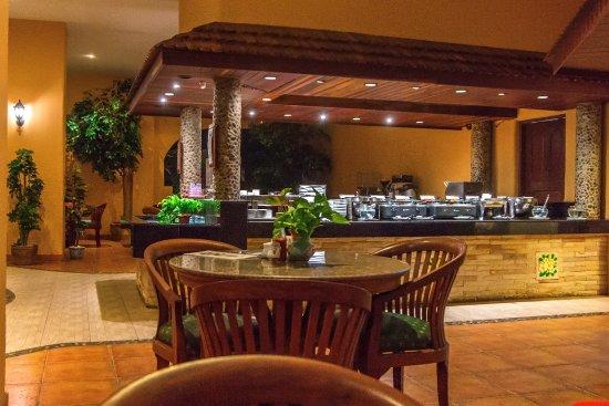 แปซิฟิคคลับ รีสอร์ท: The breakfast buffet area