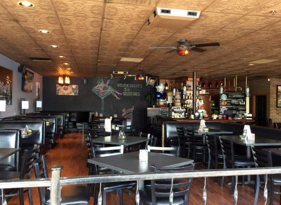 Des Plaines, IL: dining area of Illusion