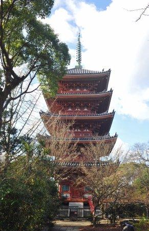 Shidoji Temple : 朱塗りの塔