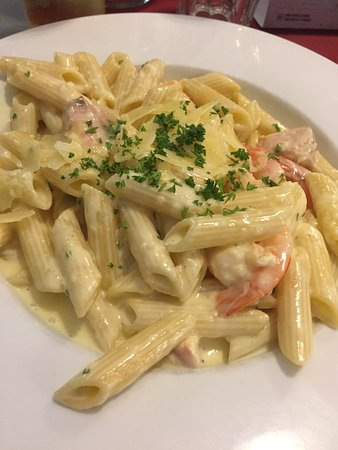 Moonah, Austrália: Salmon and Prawn Pasta