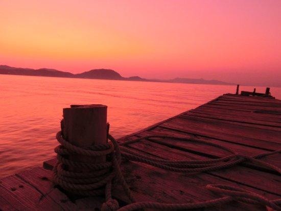 Faszinierender Sonnenuntergang beim Fischdinner in der Taverne Kalami in Boukaris