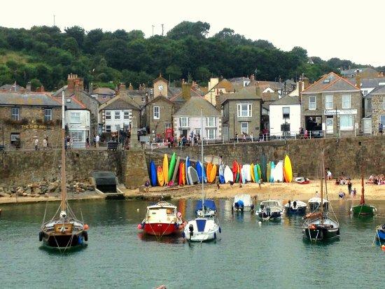 Mousehole, UK: Lovely little harbour
