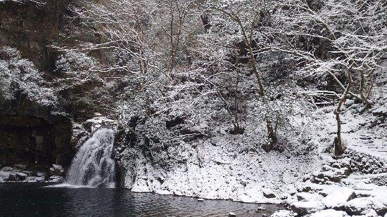 Nabari, Japón: 雪の滝