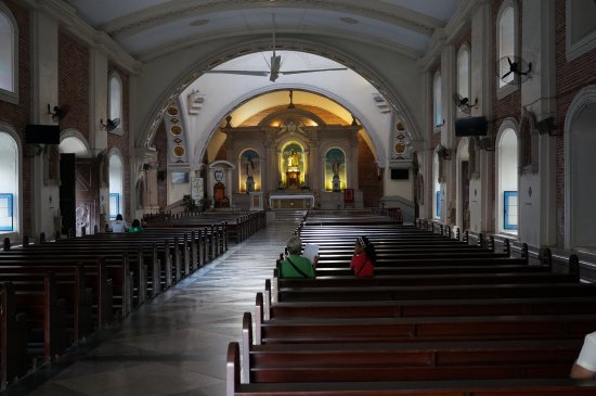 Balanga City, Philippinen: Interior early in the morning.