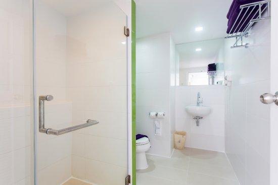 สมุย เวอร์ติคัลเลอร์: Family Studio- Bathroom