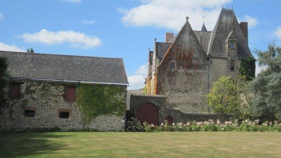 Saint-Germain-de-Coulamer, France: Manoir de Classé . Portail d'entrée