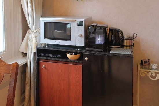 Parkzijde Bed & Breakfast: Park room - Microwave/oven, refrigerator, coffee maker, kettle