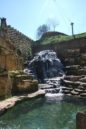 Doue-la-Fontaine, Francia: très belle cascade