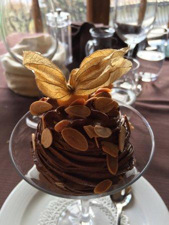 Sala Comacina, Italia: Risotto con filetto di persico, mousse al cioccolato e mandorle. Ottimo