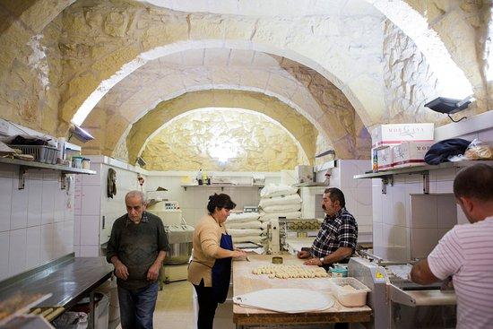 Xewkija, Malta: Bakkerspersoneel