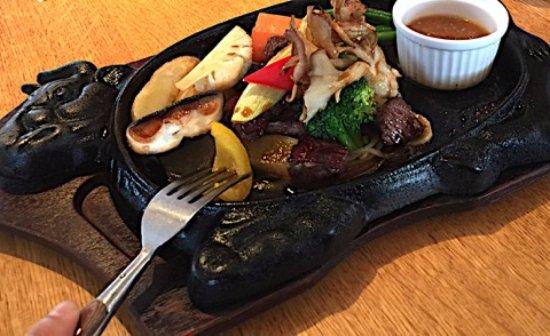 Otawara, Japan: 肉と野菜。野菜のおいしさは群を抜いています