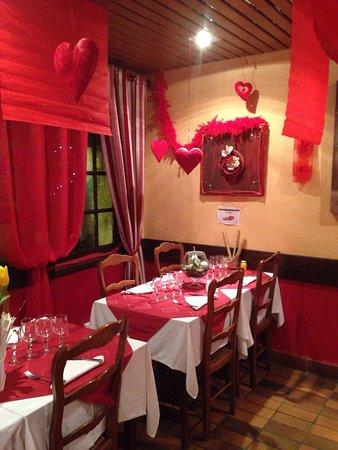 Pierrefeu-du-Var, Frankrike: Décoration spéciale saint Valentin... À tous les amoureux, réservez ! Accueil chaleureux par Chr