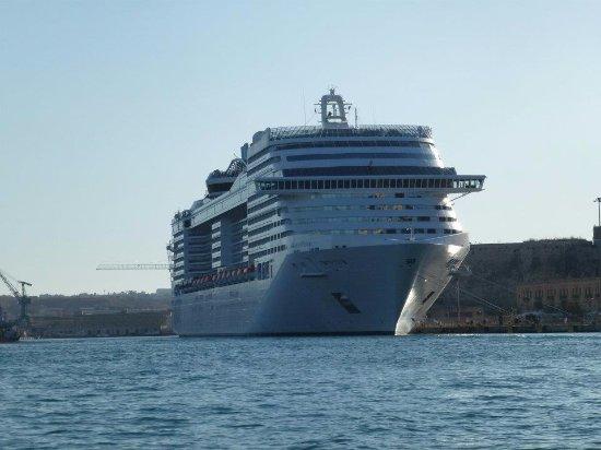 Birgu (Vittoriosa), Malta: A marginally larger ship than ours. :)