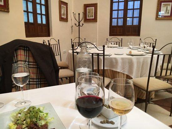 Ecija, Spania: Detalle del comedor y de un plato de riñones