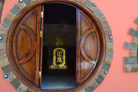 Tuya hotel