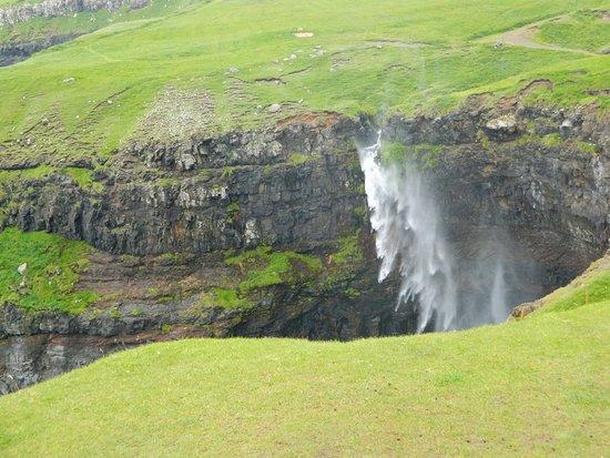 Vagar Island, Islas Feroe: Múlafossur Waterfall, Gásadalur - Vágar island
