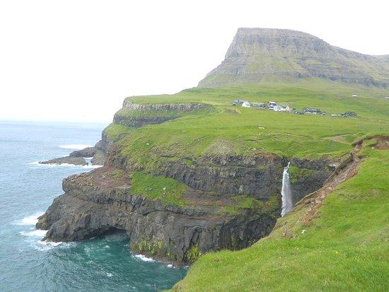 Vagar Island, Färöer: MúlafossurWaterfall, Gásadalur - Vágar island