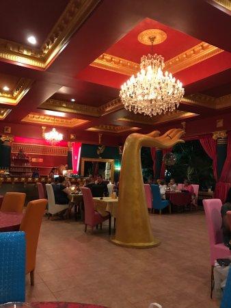 Norbu's Steakhouse: Заказал морепродукты на гриле и Пад Тай...  после первого блюда второе попросил завернуть с собо