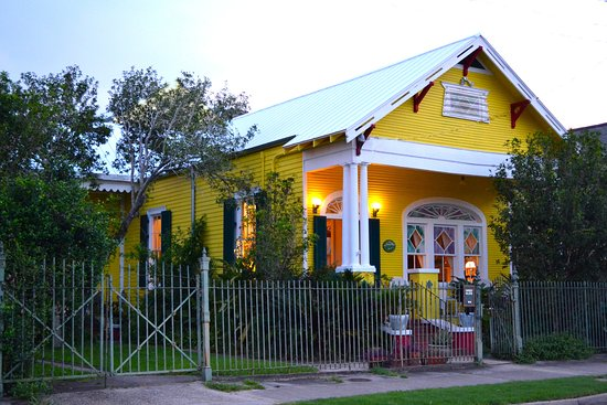 Auld Sweet Olive Bed and Breakfast: Our B&B at Twilight