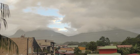 San Bosco Inn: View of Arenal volcano from the rooftop terrace.