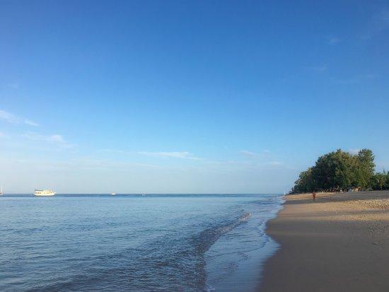 Nakara Long Beach Resort: petit matin, la plage est encore calme
