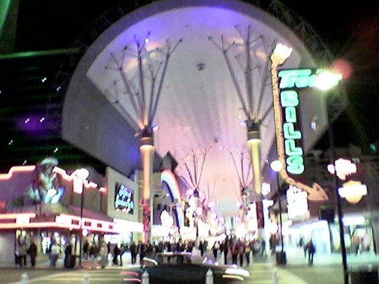 El Cortez Hotel & Casino: Fremont Street bei Nacht