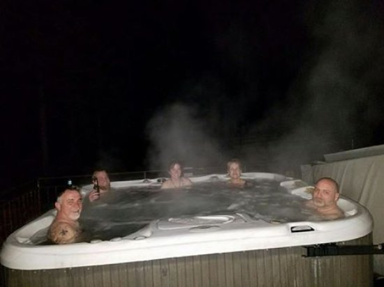 Sandpoint, Αϊντάχο: Hot tub on a snowy night