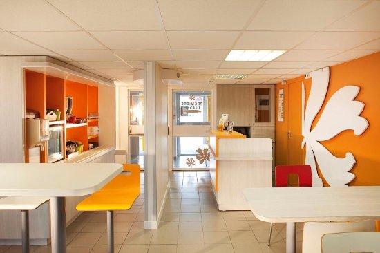 Joué-les-Tours, Frankrike: salle petit déjeuner