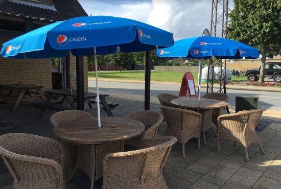 Laesoe Island, Danmark: Outside tables available